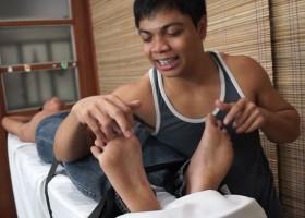 Simon's Ticklish Feet