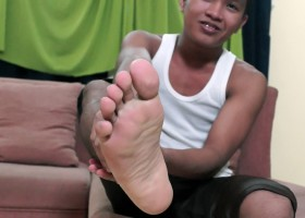 Nikos Feet And Wank